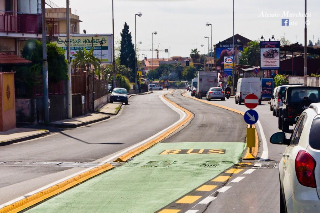 La corsia del BRT in via passo Gravina attualmente non utilizzata