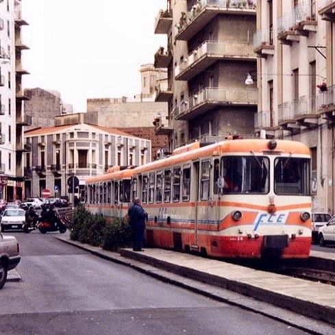 Automotrice Ade in transito in corso delle Province negli anni '90