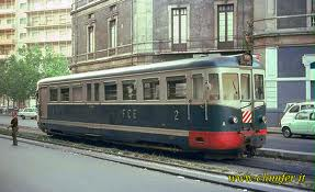 Treno in transito in corso delle Province negli anni '70