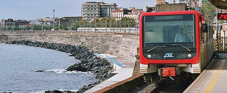 La fermata presso la stazione centrale FS, soppressa a dicembre 2016 in concomitanza con l'apertura della tratta Galatea-Stesicoro