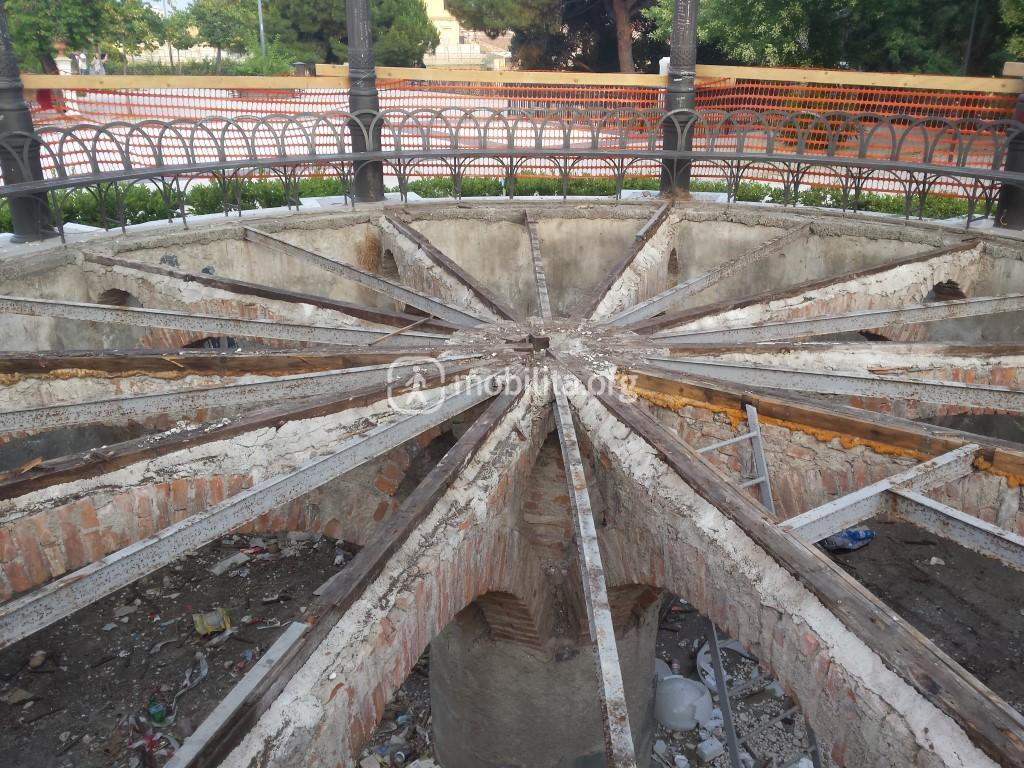Dopo l'inizio dei lavori tutte le assi in legno sono state smontate