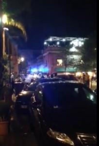 Un frammento del video diffuso su Facebook riguardante un'autoambulanza bloccata nel traffico nelle strade di Acitrezza in situazione di emergenza
