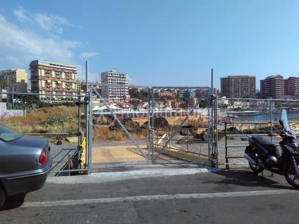 Cancello d'ingresso del solarium di piazza Europa ancora chiuso