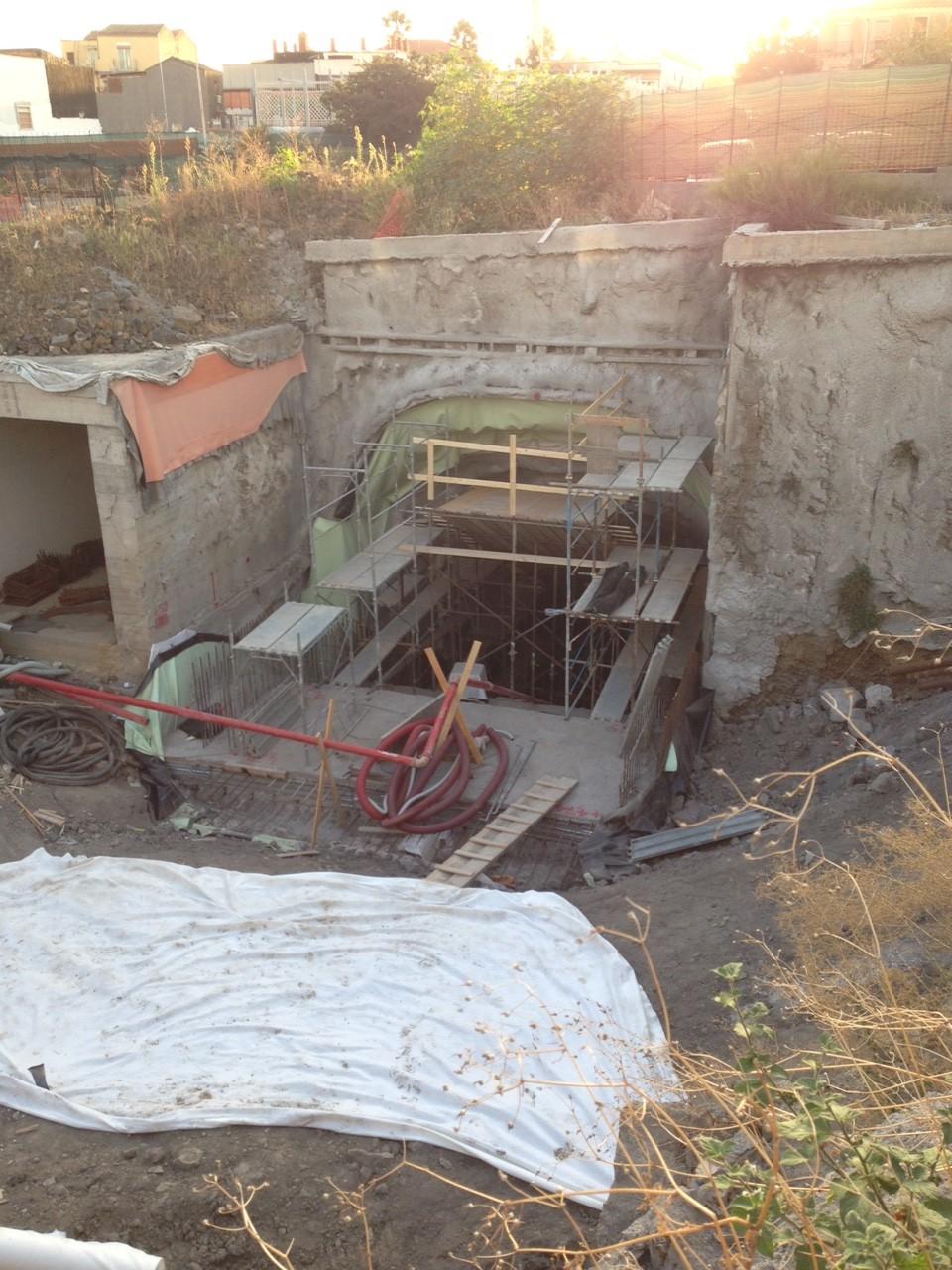 Foto del tunnel che dal mezzanino porterà al piano banchina, principale novità del cantiere