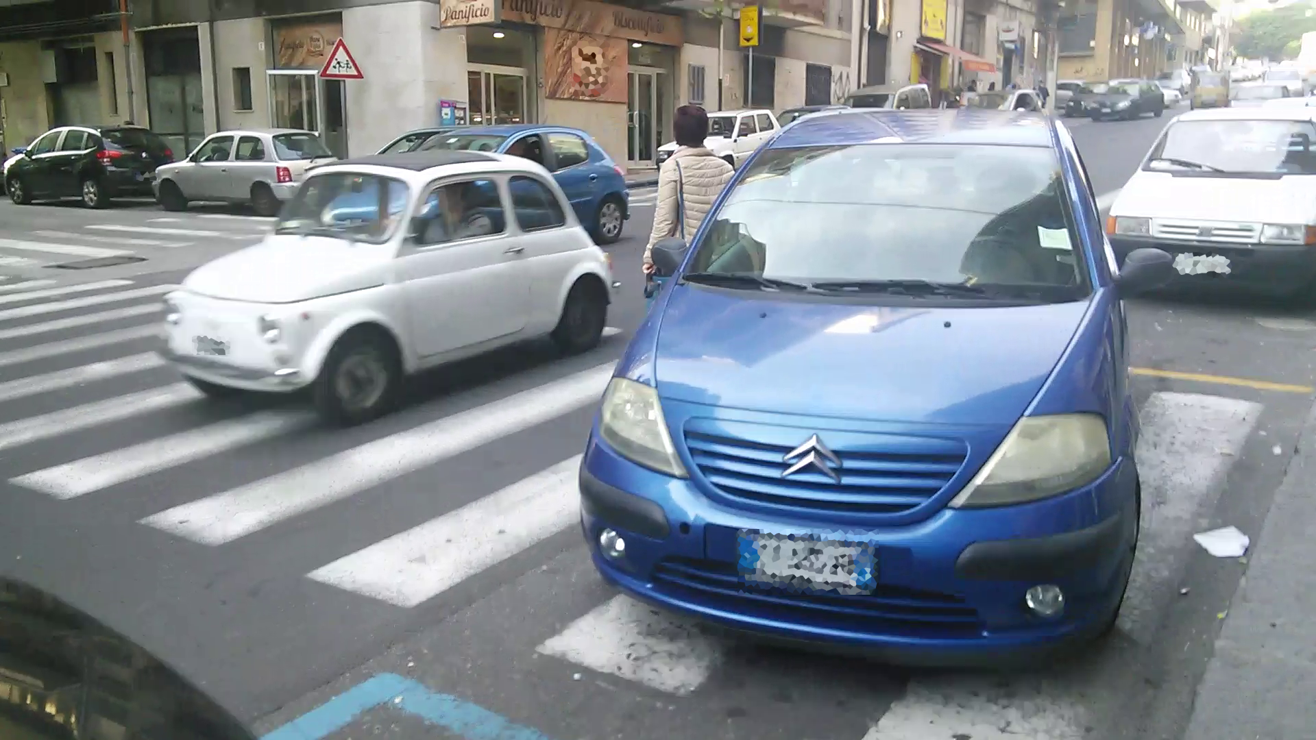 04_parcheggio_strisce_n3_(via Passo Gravina)