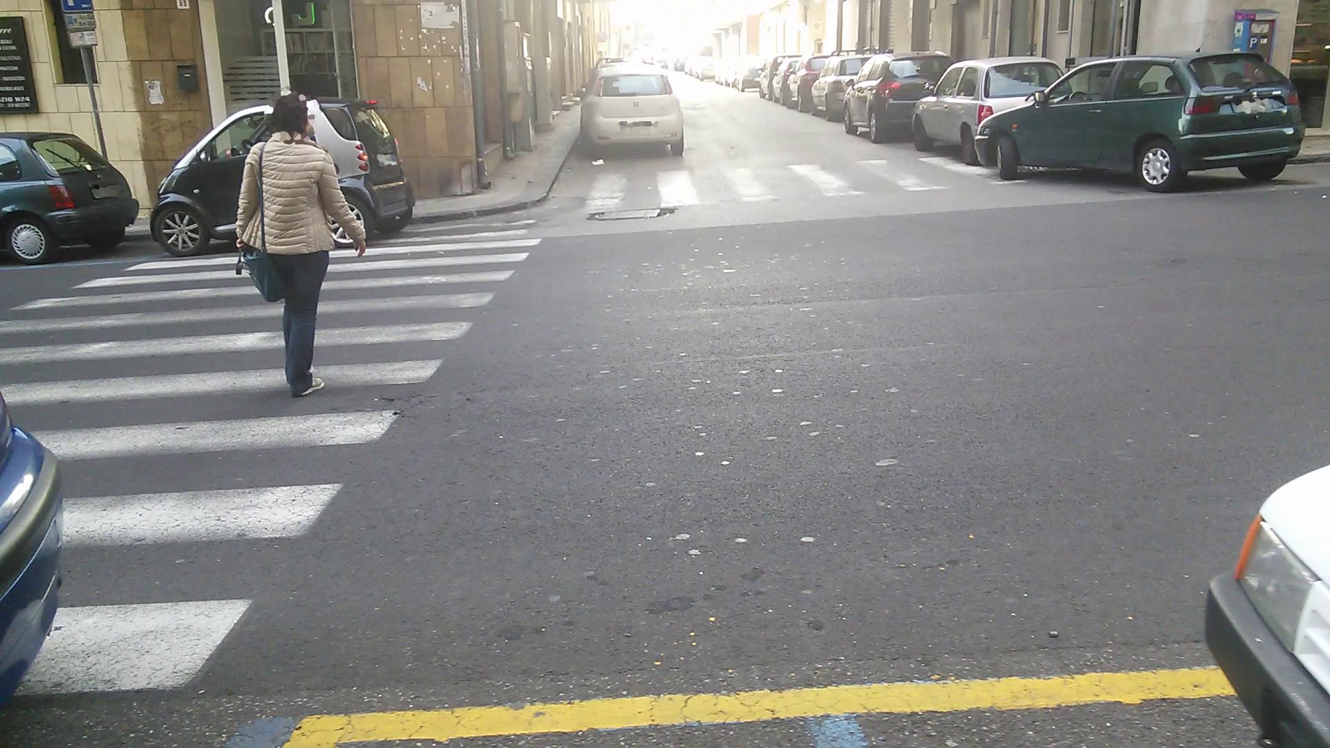 05_parcheggio_strisce_n4_(via Passo Gravina)