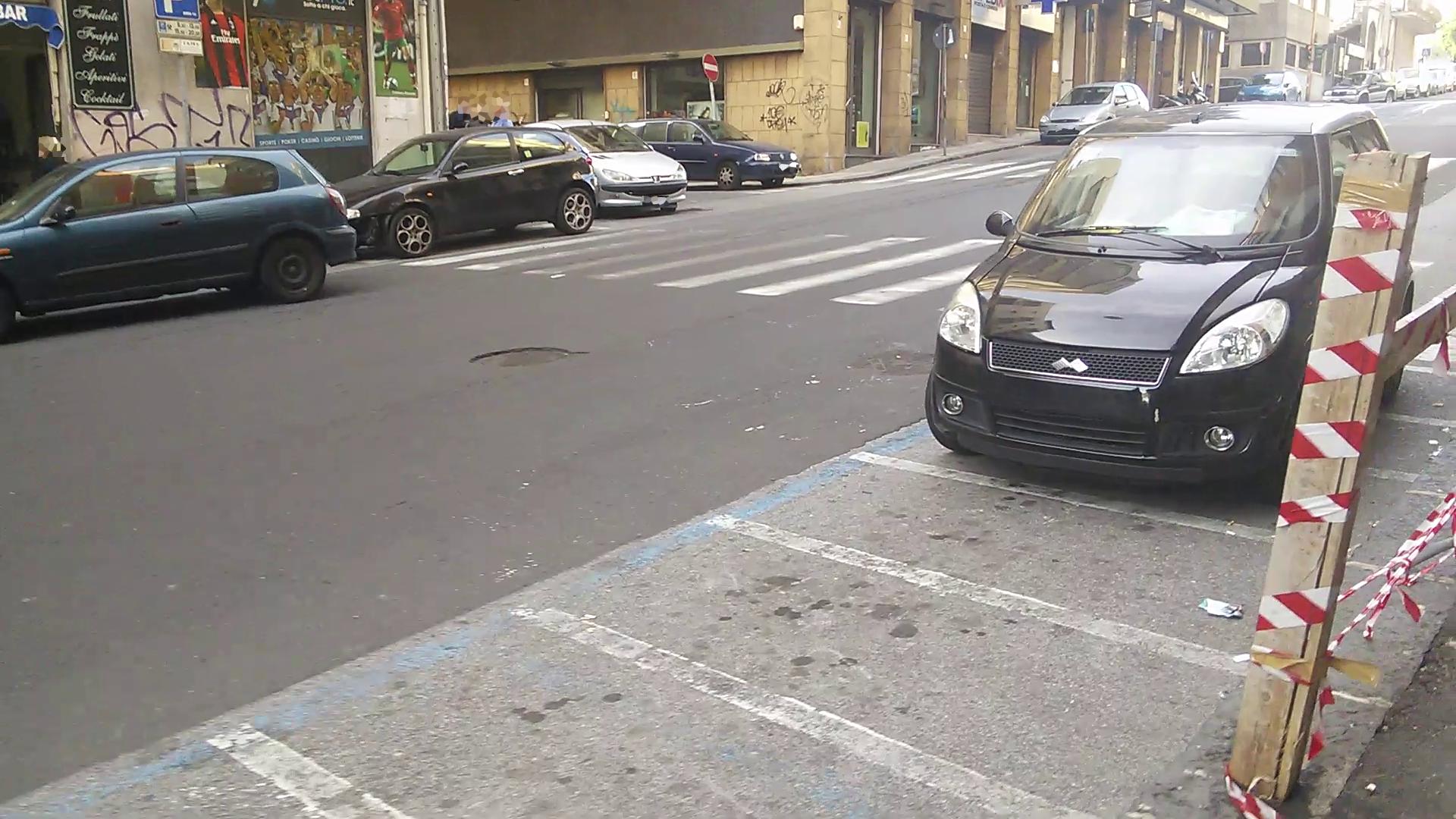 06_parcheggio_strisce_n5_(via Passo Gravina)