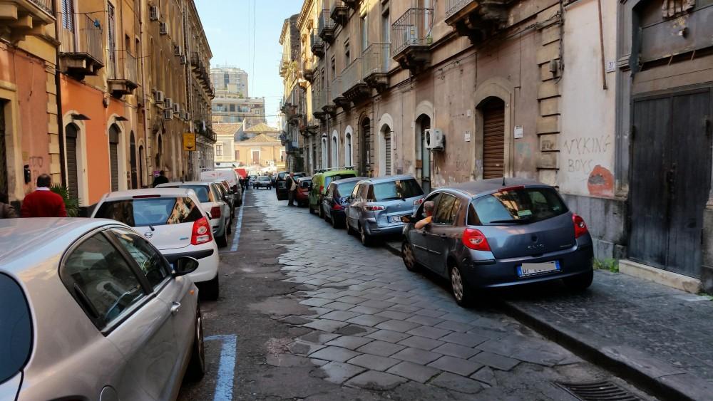 Sosta sul marciapiede o in corrispondenza di passi carrabili (via Giuseppe Verdi)