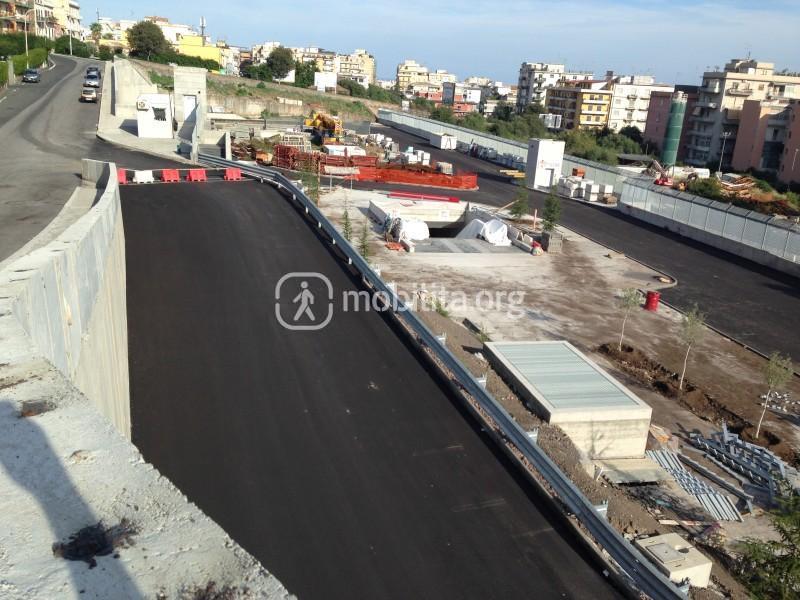 La rampa di accesso al parcheggio della stazione Milo [foto Luigi Sciarrone]