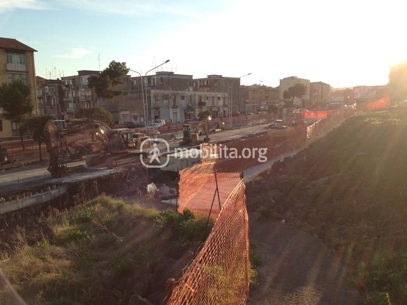 Il cantiere della stazione di Nesima, lato nord [foto Luigi Sciarrone]
