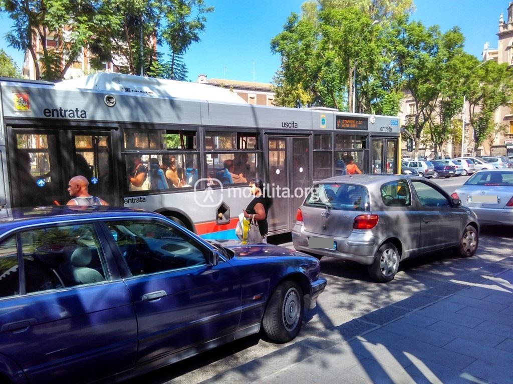 Sosta in corrispondenza della fermata autobus (Piazza Cavour)