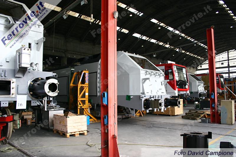 Lo stabilimento Firema, all'epoca della foto impegnato nella costruzione di locomotive E.404 serie 600 per Trenitalia ed elettrotreni per la Metropolitana di Catania. Foto David Campione - 05 gennaio 2005