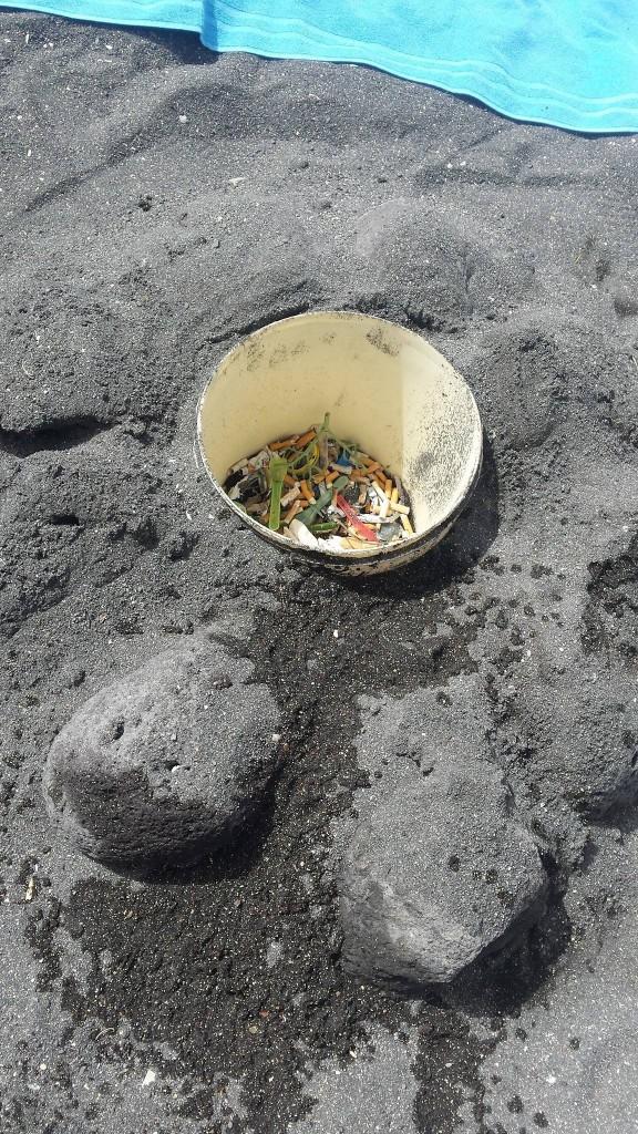 Secchio per i rifiuti in spiaggia