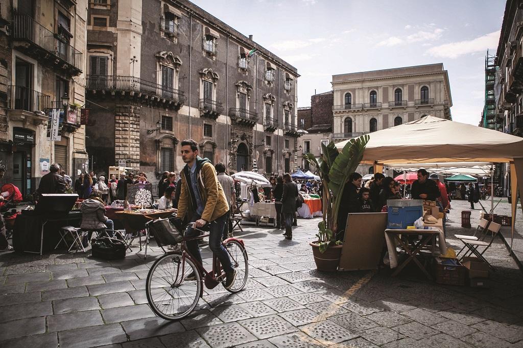 """Piazza Manganelli pedonale in occasione di """"CentroContemporaneo"""" foto di Chiara Di Salvatore"""