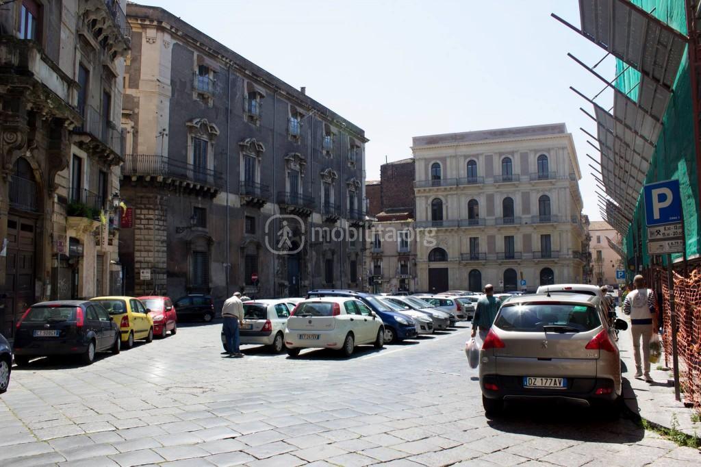 Piazza Manganelli come area di sosta
