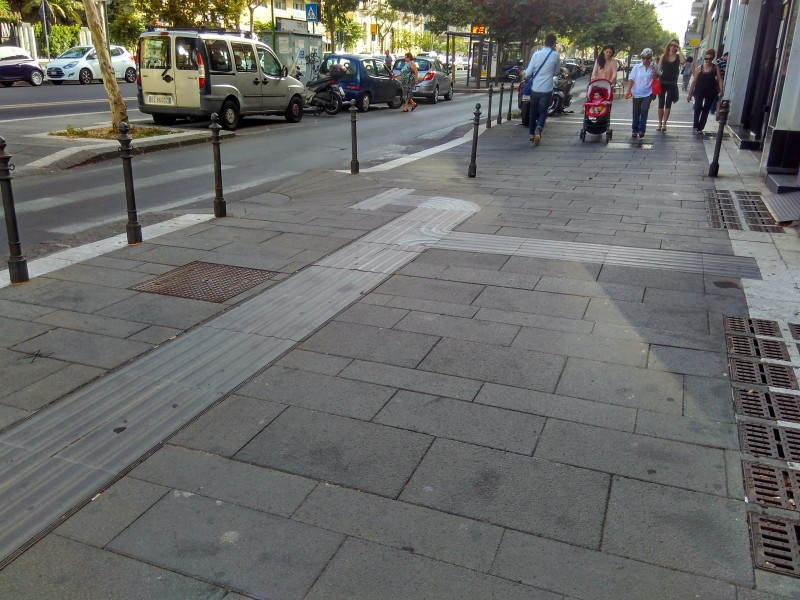 Marciapiede di Corso Italia dotato del sistema Loges