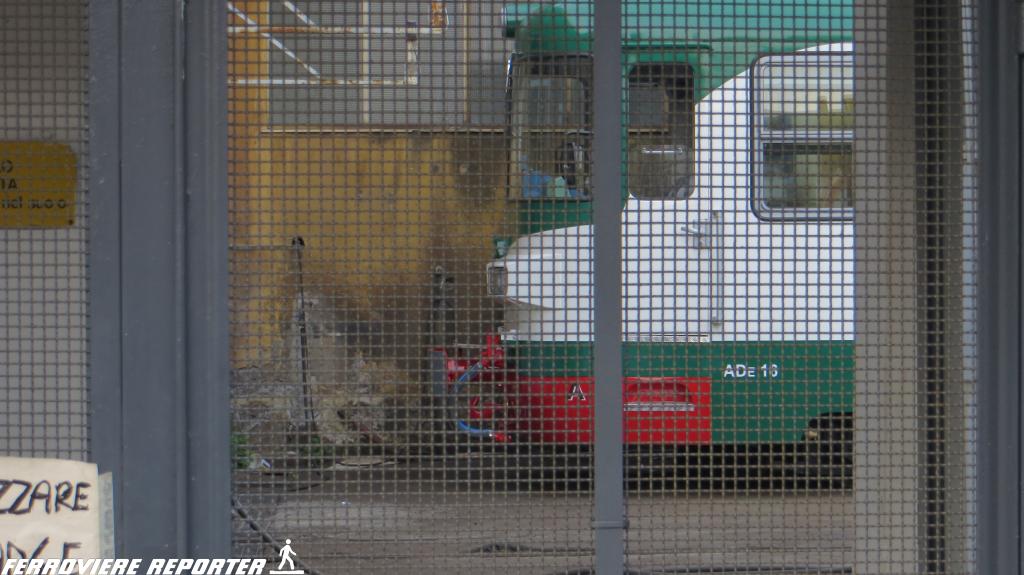 ADe 16 in sosta nel deposito di Catania Borgo. Non ancora in servizio.