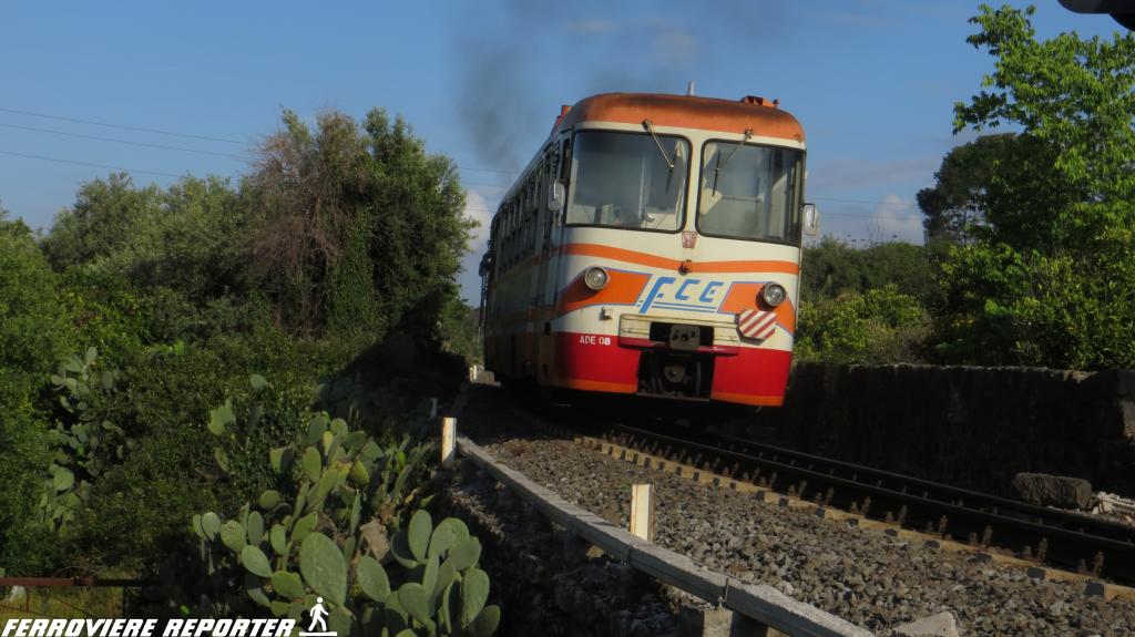ADe 09 + ADe 08, in transito tra Lineri e Misterbianco.