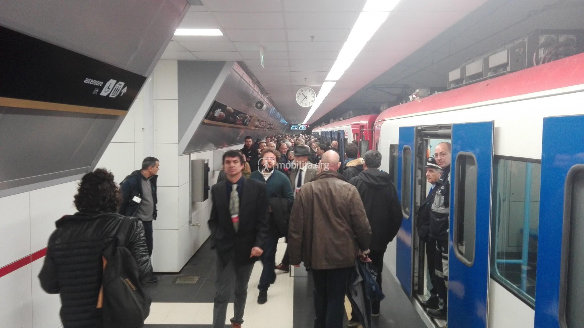 "Stazione ""Stesicoro"", livello treni"