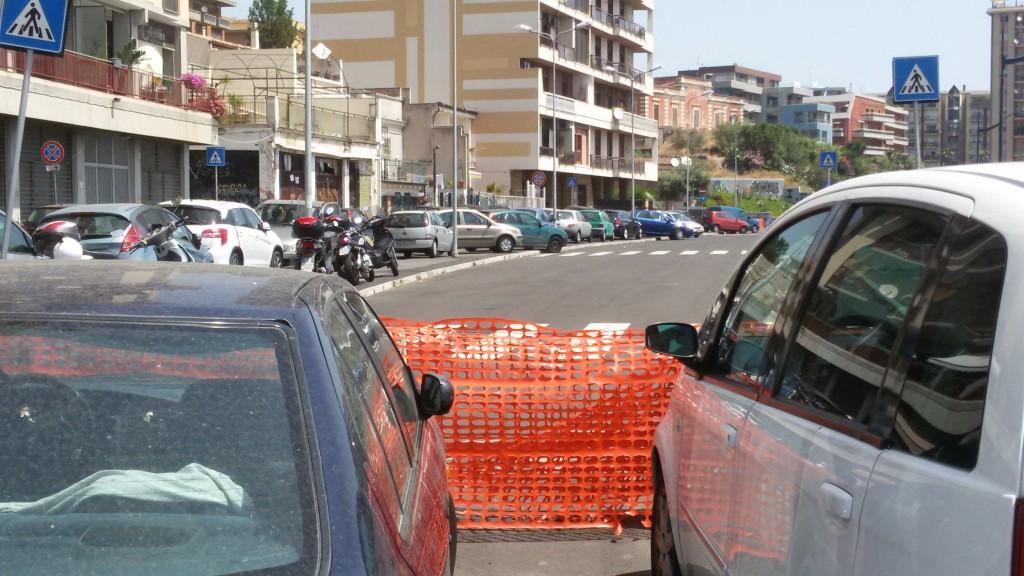 Via Alcide de Gasperi ancora chiusa al traffico
