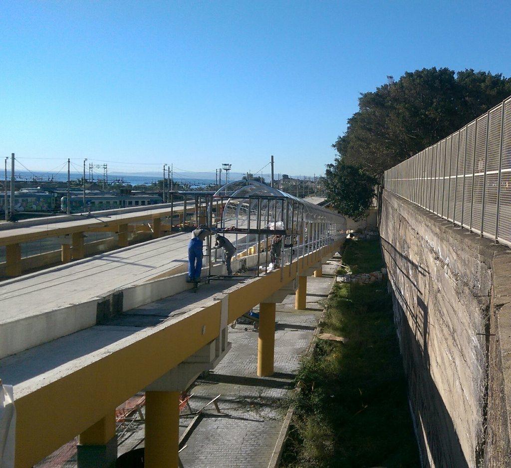 Stazione Europa. Montaggio della copertura nelle rampe di accesso. Foto di Alleggiu