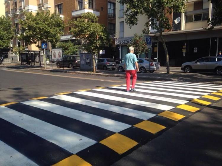 Attraversamento pedonale rialzato in Corso Italia