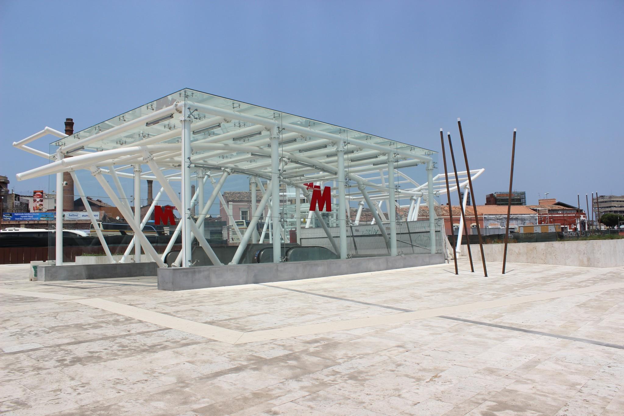 Stazione Giovanni XXIII: spazio urbano ingresso centrale
