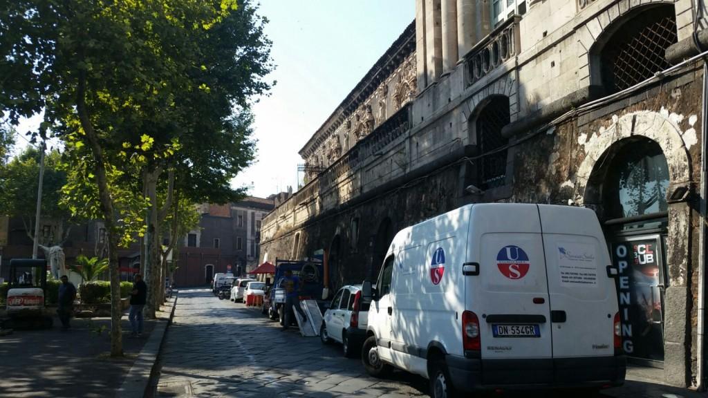 Lo spazio antistante Palazzo Biscari