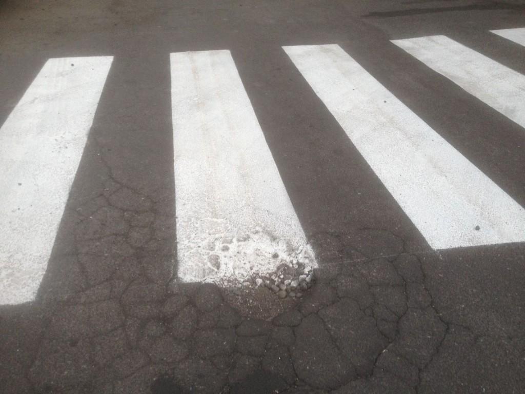 Via Salemi, davanti alla scuola Martoglio