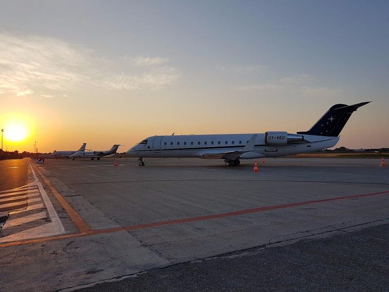 Bombardier (Canadair) CRJ 200 sul piazzale dell'Aeroporto di Catania (agosto 2017)