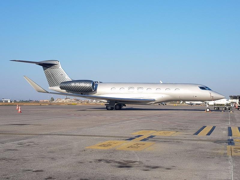 Gulfstream Aerospace GVI (G650) sul piazzale dell'Aeroporto di Catania (agosto 2017)