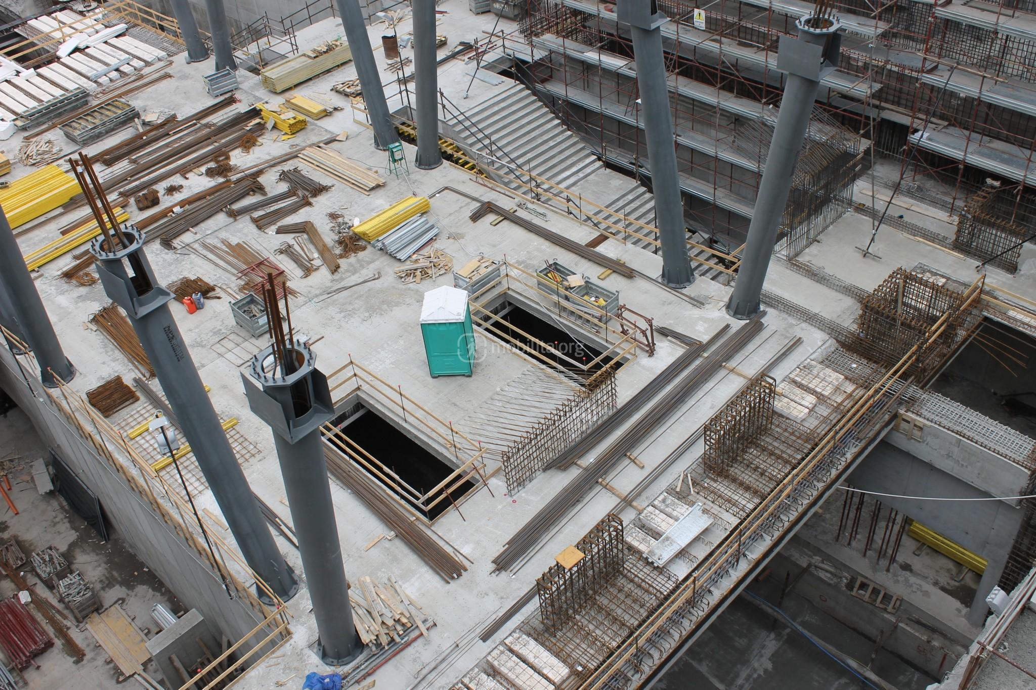 Particolare delle strutture e dei lucernari della nuova stazione di Fontana