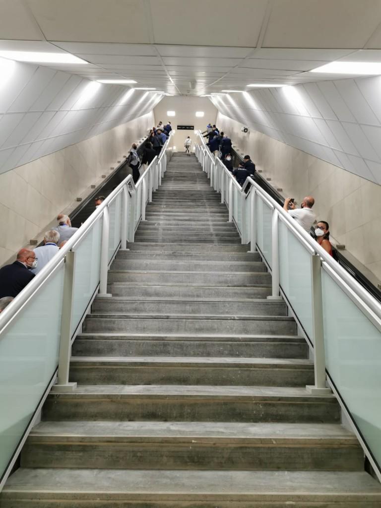 Metro Cibali, collegamento tra il piano mezzanino e il piano binari